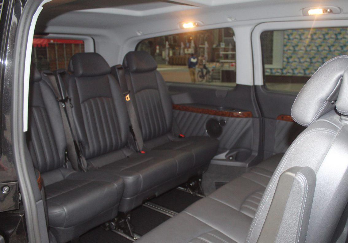 Taxibusje binnekant